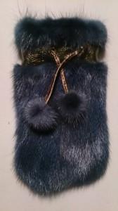 Синий чехол 3 с помпонами