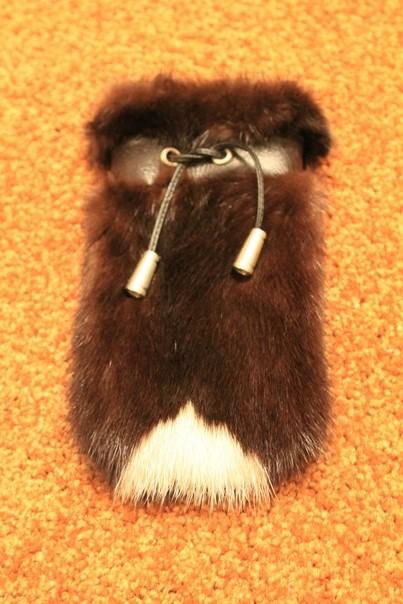 Чехол из коричневой норки со светлой