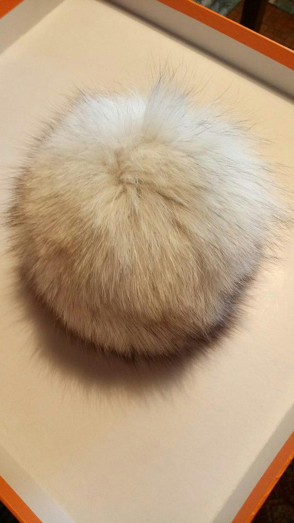 Меховые помпоны для шапок