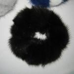 Резинка из помпонов черная
