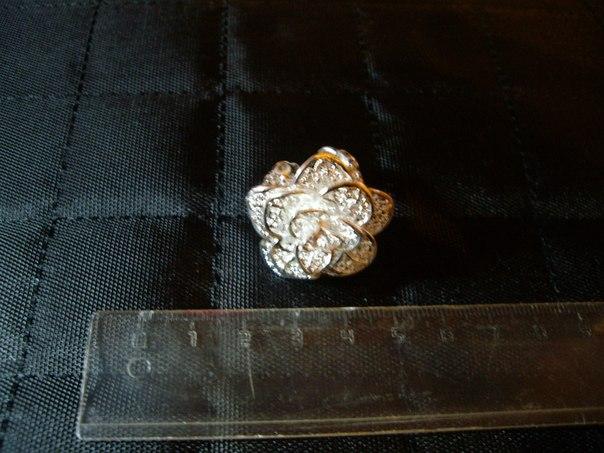 Женское кольцо с цветочком