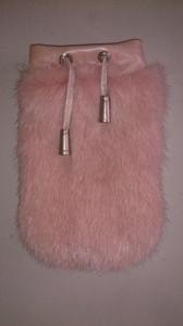 Розовый чехол из меха