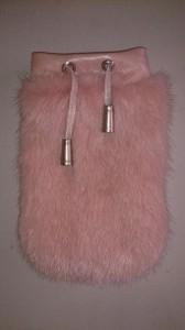 Розовый чехол на iPhone