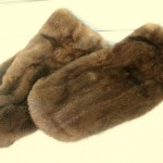 Варежки из тёмно-коричневой норки