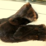 Варежки из темно коричневой норки