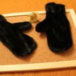 Варежки из черной норки